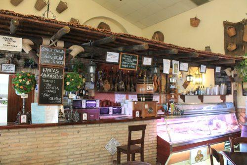 interior del Bodegón de Lola Sanlúcar
