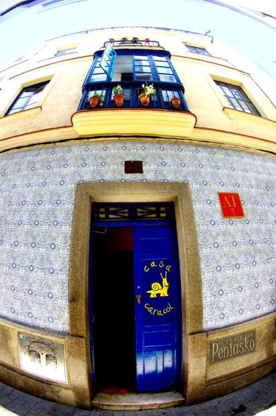 casa caracol cadiz youth hostel