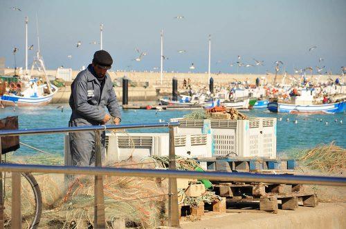 puerto pesquero de chipiona-fischer im hafen von chipiona