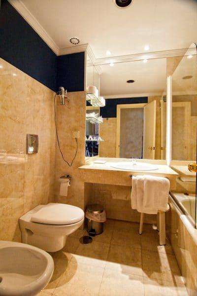 Hotel Al Sur Bad mit Badewanne Chipiona
