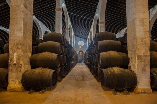 Interior de una bodega de Jerez - sherry wine cellar - Weinkellerei