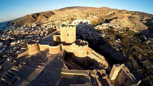 la ciudad de Almería con la alcazaba - Almería City with the Moorish castle - Stadt Almería in Spanien